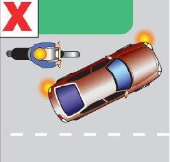 هنگام گردش باید مراقب بود فضایی کافی برای موتورسواران احتمالی در نظر گرفت